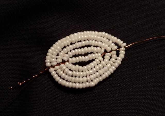 Крокусы из бисера: разные варианты плетения (схемы и видео)