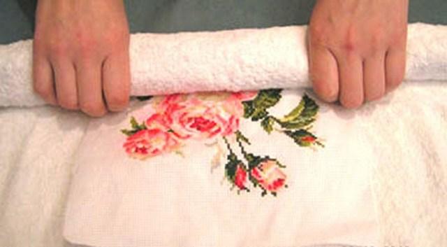 Как стирать вышивку крестом и способы удаления пятен с канвы
