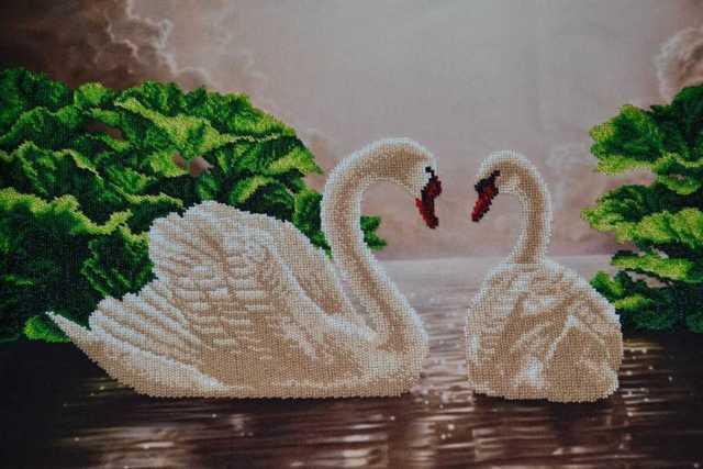 Вышивка лебеди бисером на примере полной и частичной зашивки
