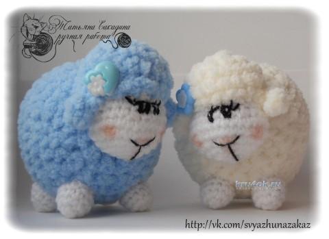 Кудрявая вязаная овечка с подробным описанием работы
