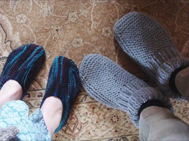 Вяжем спицами носки-тапочки для всей семьи по схеме с описанием