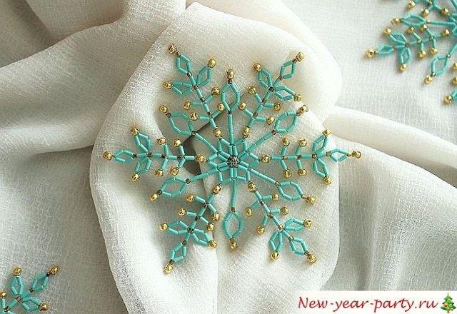 Снежинки из бисера: варианты плетения (схемы и фото)