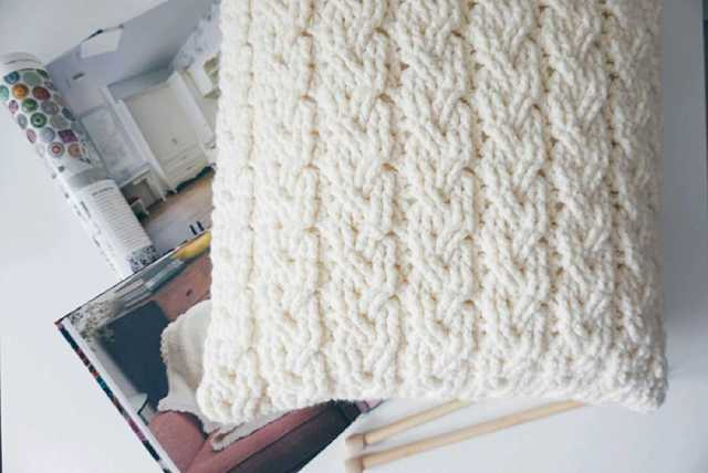 Вязаные подушки для домашнего интерьера и декора