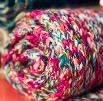 Меланжевая пряжа и работа с ней при вязании спицами как украсить изделие