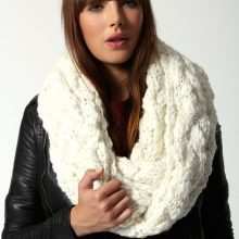 Вяжем спицами оригинальный шарф по схеме и видео урокам