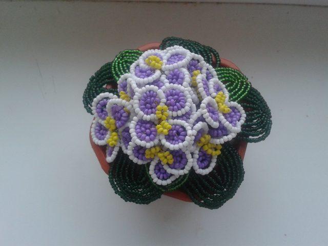 Фиалка из бисера: уроки плетения в мастер-классах (видео)