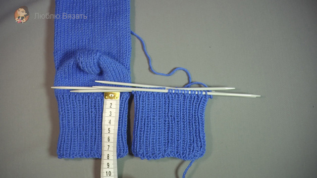 Носки спицами вязаные по спирали в пошаговом мастер-классе и фото-видео уроках