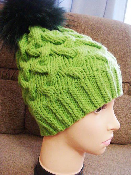 Вяжем нарядную шапку с косами спицами по схемам и урокам