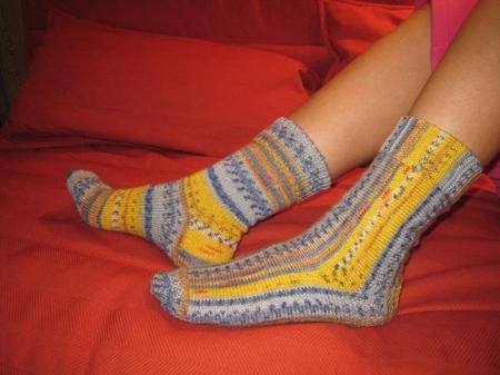 Вязаныеспицами носки в стиле энтерлак в пошаговом мастер-классе